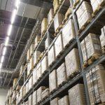 棚が自動で動く倉庫。無人化進む物流センター