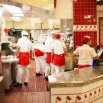 売上高は伸びているのに減益。トホホな外食産業