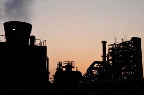 老朽化した設備で値段も高騰?炭素繊維